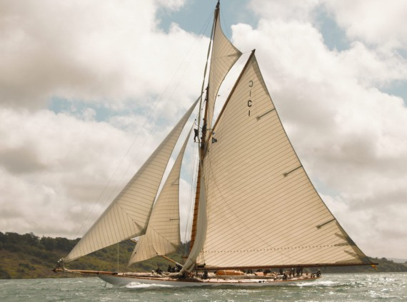 image of Yacht Mariquita in the Solent under full sail
