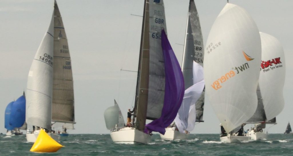 image of yachts approaching mark
