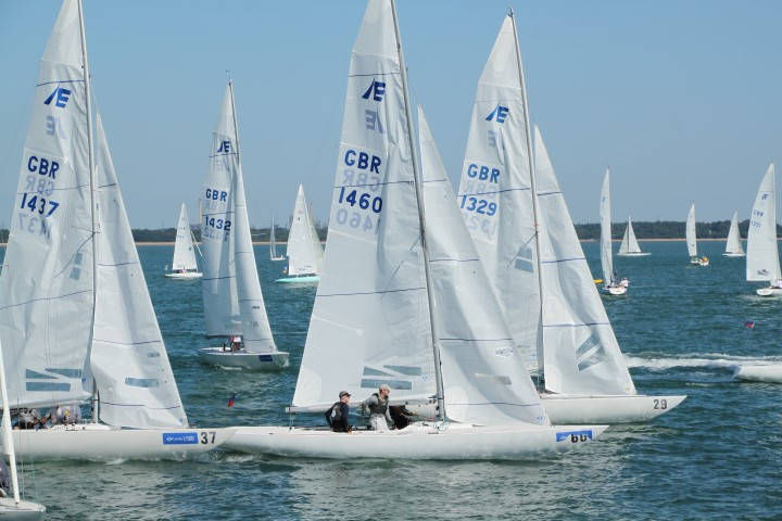 image of Lendy Cowes Week 2018 competitors off Castle start line
