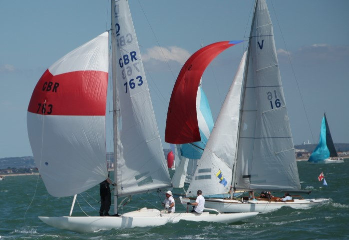 image of Close racing for the finish line at Lendy Cowes Week 2018